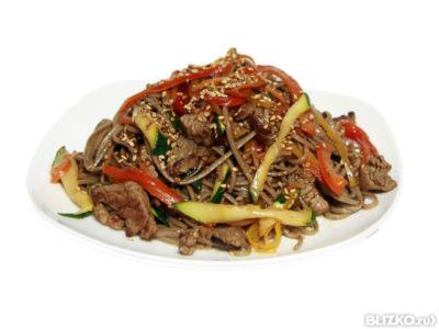 Гречневая лапша с овощами и говядиной рецепт