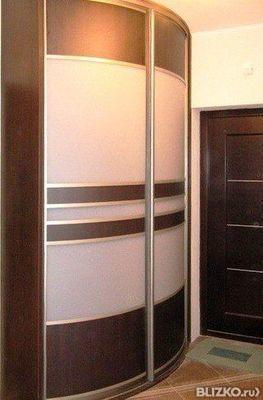 Шкаф-купе радиусный угловой в прихожую, молочный+шоколад в о.